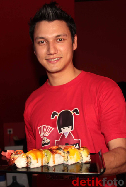 Artis-artis Buka Restoran Sushi