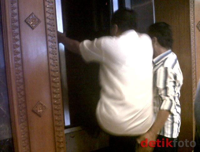 Lift Gedung DPR Macet