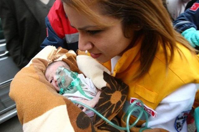 Bayi Selamat Setelah 2 Hari Gempa Turki