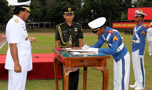 Panglima TNI Lantik 423 Prajurit Taruna Akademi TNI