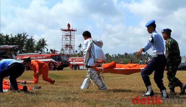 Latihan Kecelakaan Pesawat di Laut
