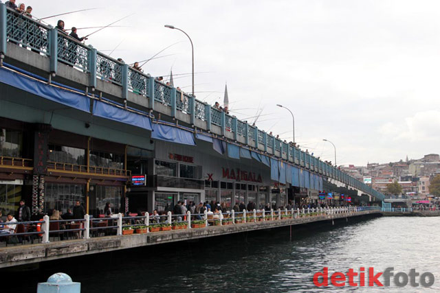 Menikmati Eloknya Selat Bosphorus
