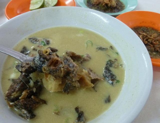 Anget-Anget Makan Soto Medan