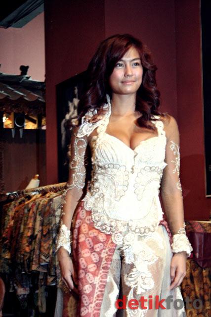 Foto Seksi Agnes Monica Dengan Berkebaya