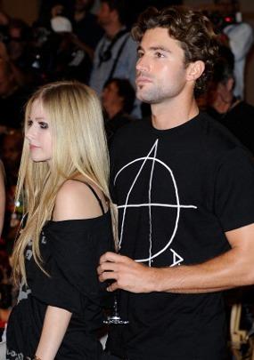 Berkelahi di Klub Malam, Avril Lavigne Babak Belur
