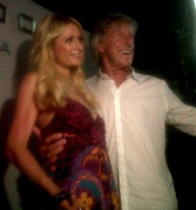 Foto Paris Hilton dan Rob Liburan di Pantai Bali