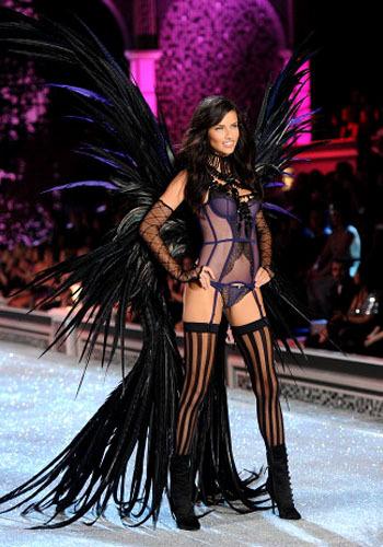 Inilah 10 Model Seksi Pakai Lingerie Terbaru Victoria's Secret