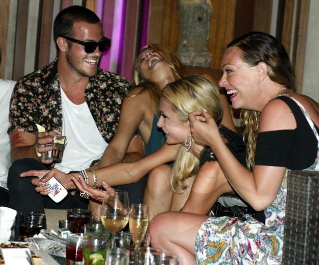 Paris Hilton 'Ngedance' di Bali