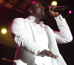 Akon Tutup Konser di Jakarta dengan Kalimat 'Assalamualaikum'