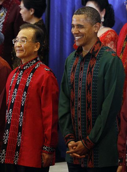Obama Berbatik dan Nonton Tari Bali