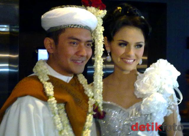 Youtube Pernikahan Prabu Revolusi & Zee Zee Terbaru 2011