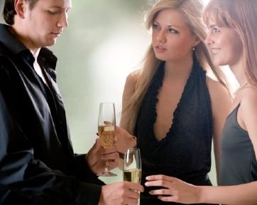4 Tipe Teman Yang Dapat Membahayakan Hubungan Cinta Anda