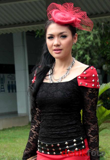 Rocker Feminin Ala Vicky Shu