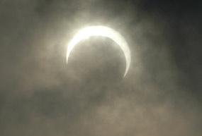 10 Desembar 2011 Malam Minggu Gerhana Bulan Total
