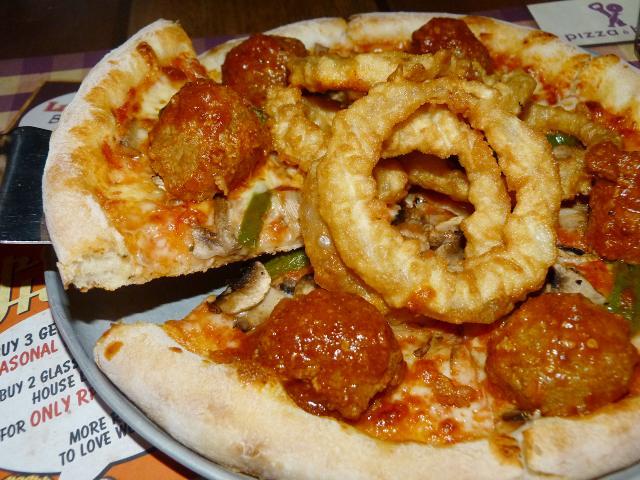 Pizza Unik dan Bir Dingin a  la Pizza e Birra