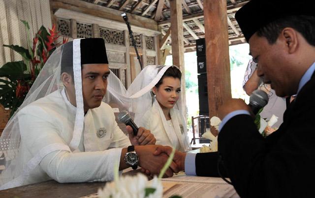Ini Dia Suami Dewi Sandra