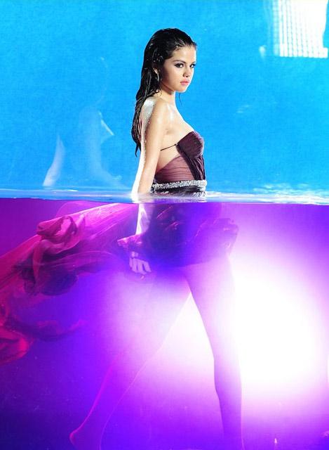 Selena Gomez Basah-basahan