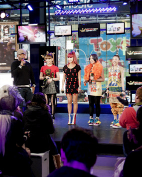 2NE1 TAMPIL DI NEW YORK