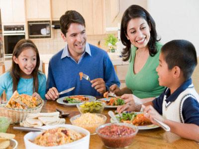http://images.detik.com/content/2011/12/17/900/BBfamily-dinner-luar.jpg