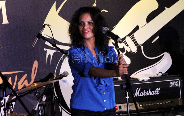 Jessica Manuputty si Ambon Manise