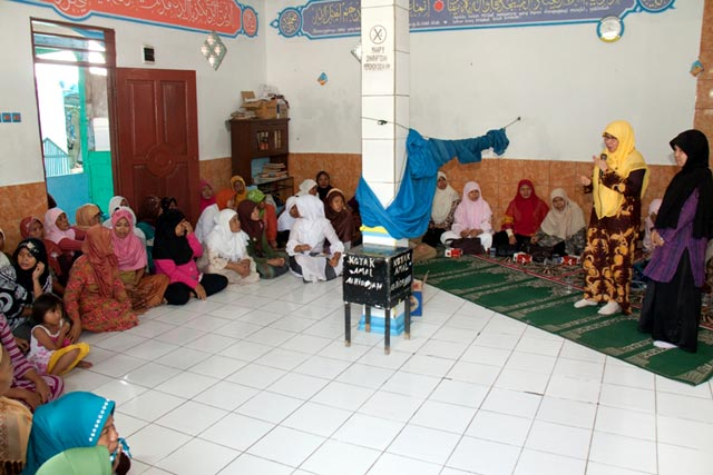 Hari Ibu, PKS Sambangi Kampung Nelayan