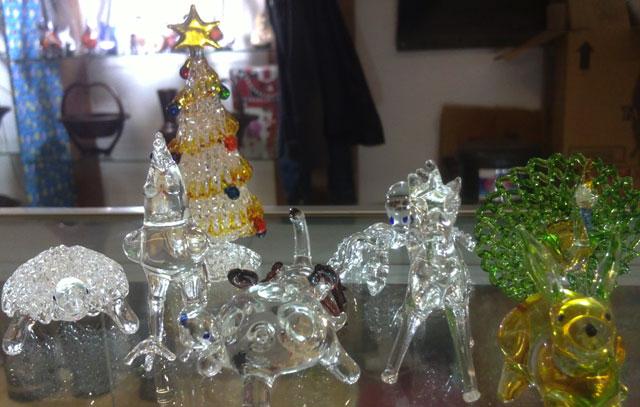 Hiasan Kaca Pyrex Semarakkan Natal