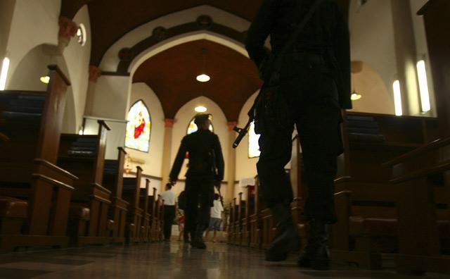 Jelang Misa, Gereja Dijaga Ketat