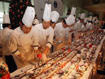 Rekor Kue Natal Terpanjang di Dunia Dipecahkan di Shanghai!