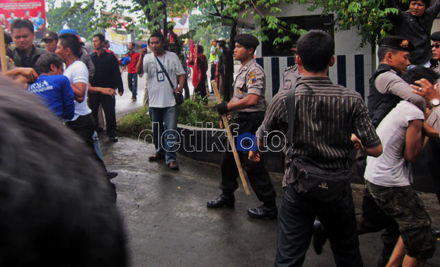 Demo Ricuh, Sejumlah Mahasiswa Terluka