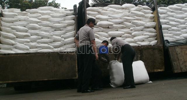 1.000 Ton Pupuk Bersubsidi Ilegal Disita