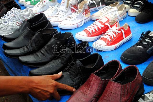 Berburu Murah di Pasar Loak Jatinegara