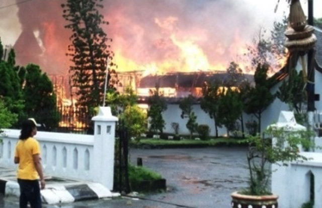 Rumah Jabatan Bupati Kobar Dibakar
