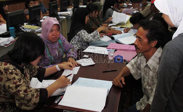 Pemohon Akte Kelahiran di Surabaya Membludak