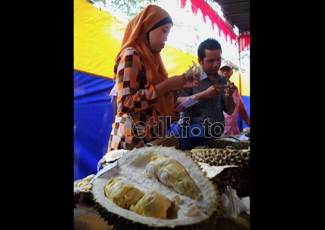 Adu Bagus Durian Kalibawang