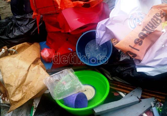 Foke & Mari Elka Pungut Sampah di Ancol