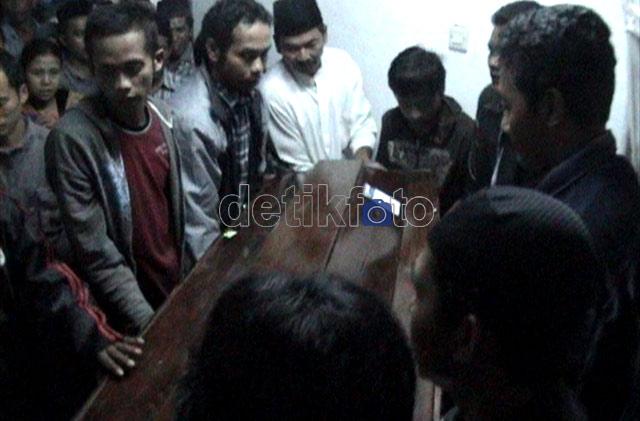 Korban Penembakan di Aceh Tiba di Rumah Duka