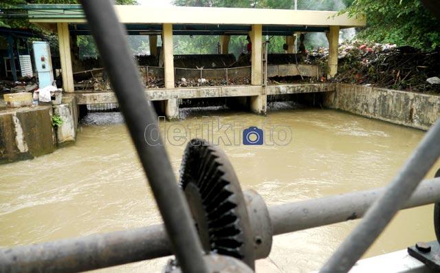 Sampah Musim Hujan Percepat Banjir