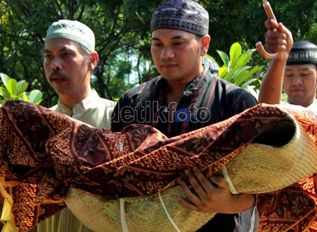 Pemakaman Cucu Kesayangan Rhoma Irama