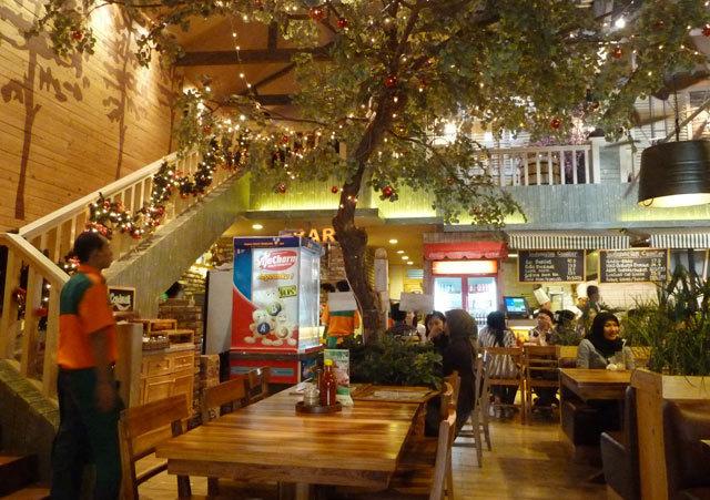 Restoran Keluarga Legendaris di Jakarta Pusat