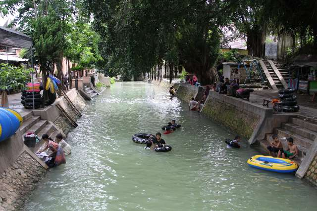 Mengunjungi Goa Ngerong