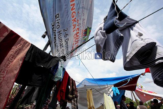 DPR Jadi Comberan dan Jemuran Kolor