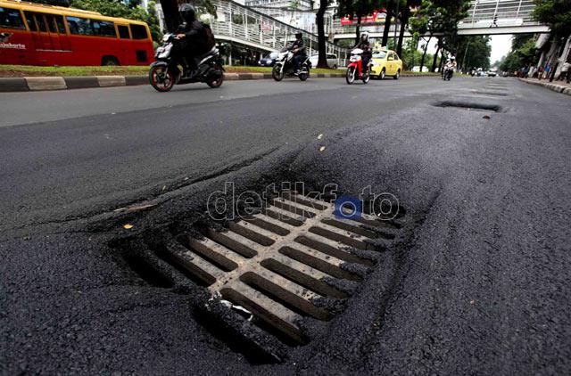 Lubang-lubang Maut di Jalan Sudirman