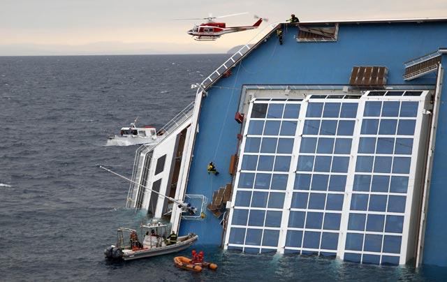 Melihat Bangkai Kapal Costa Concordia