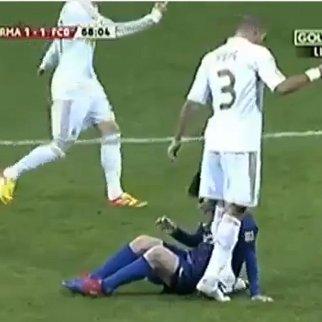 Video Insiden Pepe Menginjak Tangan Messi