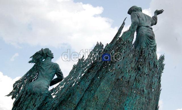 Foto Patung Bahenol di Pekanbaru Riau | Gambar Patung Bahenol