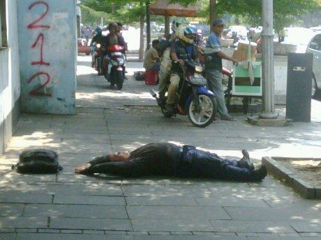 Jakarta – Jika perempuan misterius mengusir perampas hak pejalan ...