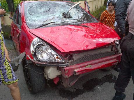 http://images.detik.com/content/2012/01/29/10/Jazz-Makassar-(Amang)-dalam.jpg
