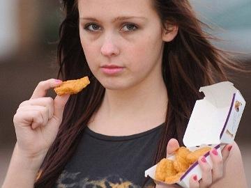 Gadis Ini Hanya Makan Nugget Selama 15 Tahun