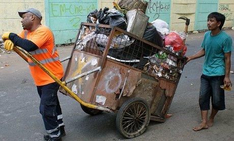 Imam dan mobil sampahnya