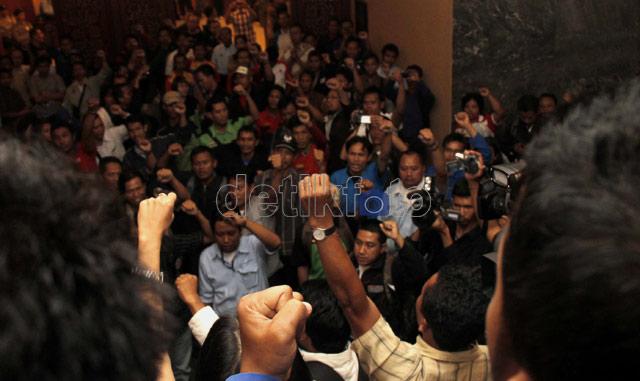 Puluhan Buruh Paksa Masuk Ruangan Muhaimin